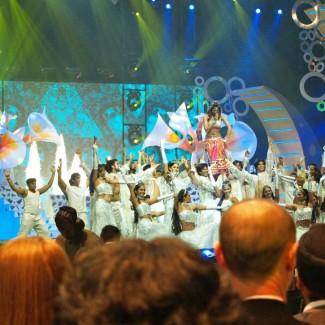 Karan Pangali performs with Shilpa Shetty at IIIFA Awards