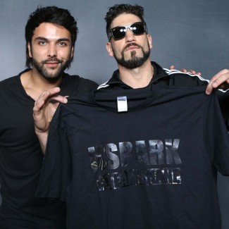 Hollywood actor Jon Bernthal recieves his personal KSPARK t-shirt from Karan Pangali